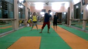 Nhảy hiện đại trên nền nhạc của Đông Nhi